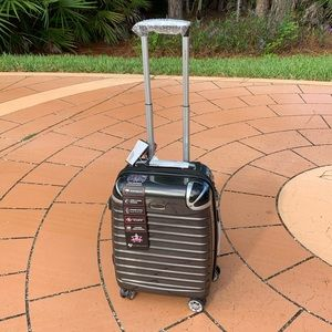 """New 20"""" Roll Around Carry On Luggage by Gabbiano"""